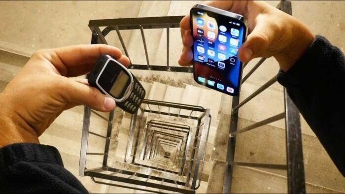 iPhone 13 Pro بىلەن نوكىيا 3310نى 20-قەۋەتتىن يەرگە تاشلىغاندا...